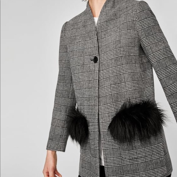 competitive price d8479 6d310 ZARA Checkered Blazer with Faux Fur Pockets. NEW